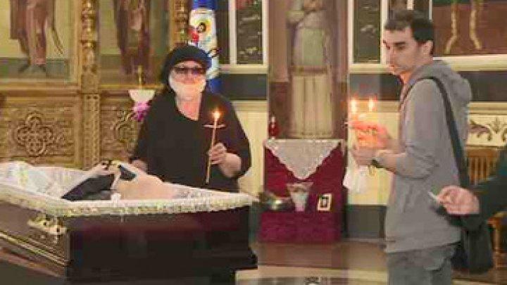 Corpul neînsufleţit al interpretului Iurie Sadovnic a fost adus la biserica Sfânta Teodora de la Sihla din Capitală