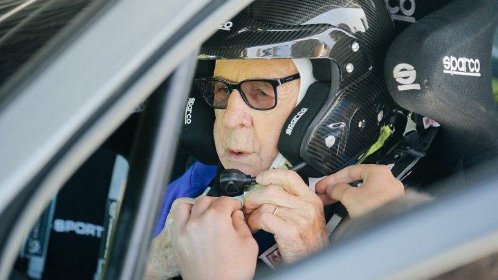 Pilotul Sobieslaw Zasada, în vârstă de 91 de ani, şi-a anunţat participarea la Raliul automobilistic al Kenyei