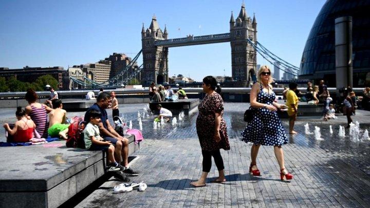 Oficialii britanici au anunțat că peste 90% din cazutile COVID din UK sunt cu tulpina indiană