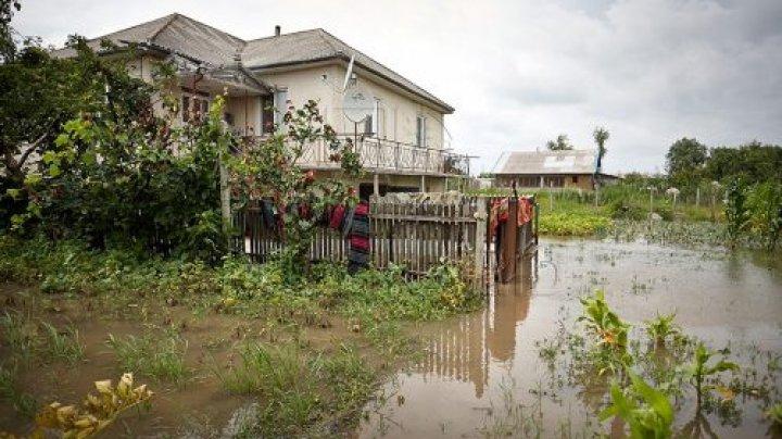 POTOP la Mereni, Anenii Noi. Mai multe drmuri și gospodării au fost inundate (VIDEO)