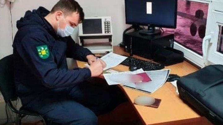 Trei teste PCR COVID-19 cu același număr de identificare depistate la trei moldoveni la intrarea în ţară