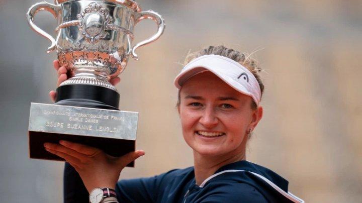 Barbora Krejcikova scrie istorie. Tenismena a câştigat atât la simplu cât şi dublu la Roland Garros