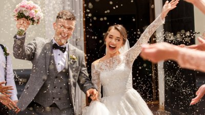 Avalanșă de ceremonii festive. Unele cupluri optează pentru petreceri organizate şi în timpul săptămânii