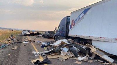 20 de mașini implicate într-un CARAMBOL în SUA din cauza unei furtuni de nisip. Cel puțin 7 morți (FOTO)