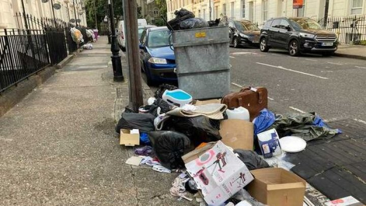Un cartier londonez îngropat în deșeuri. Șobolanii și vulpile rup sacii și împrăștie gunoiul