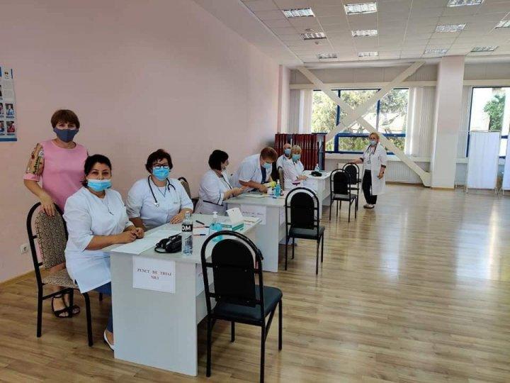 Cum decurge maratonul de vaccinare de la Căuşeni, şi câte persoane s-au imunizat până la această oră (FOTO)