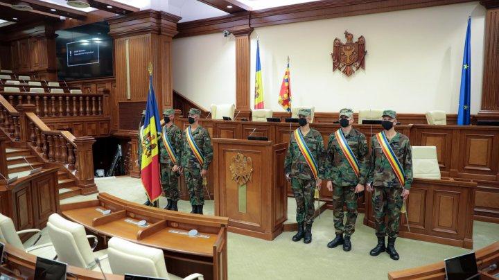 Garda de Onoare se pregătește pentru ședința de constituire a noului Parlament (FOTO)