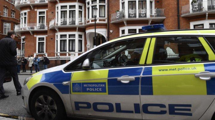 O femeie care purta un tricou cu Charlie Hebdo a fost atacată cu un cuţit la Londra