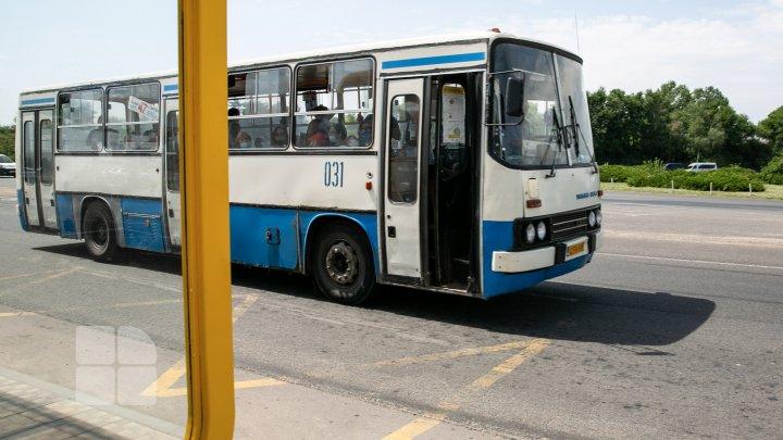 Autobuzele Ghidighici - Chișinău, supraîncărcate, vechi și murdare. Ce spune primarul localităţii