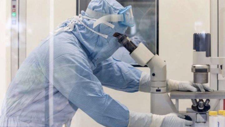Studiu: Relaxarea prematură a restricţiilor în timpul vaccinării creşte riscul apariţiei variantelor coronavirusului rezistente la vaccin
