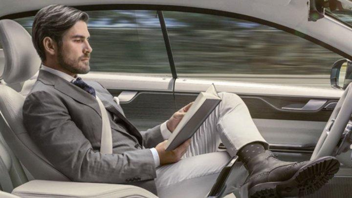 Mașinile autonome vor putea circula pe străzile din Franța. Responsabilitatea penală în caz de accident se mută la producătorul auto