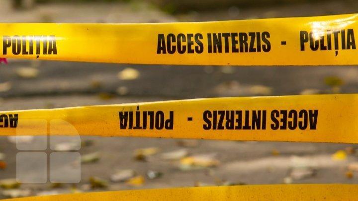 Moarte învăluită de mister la Briceni. Un bărbat a fost găsit fără suflare în grădina gospodăriei