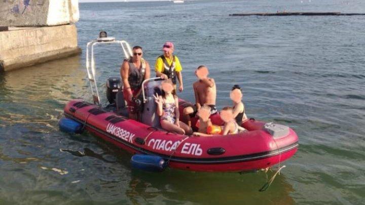 Incident cu final fericit: trei minori aflaţi cu hidrobicicleta pe mare au fost salvaţi