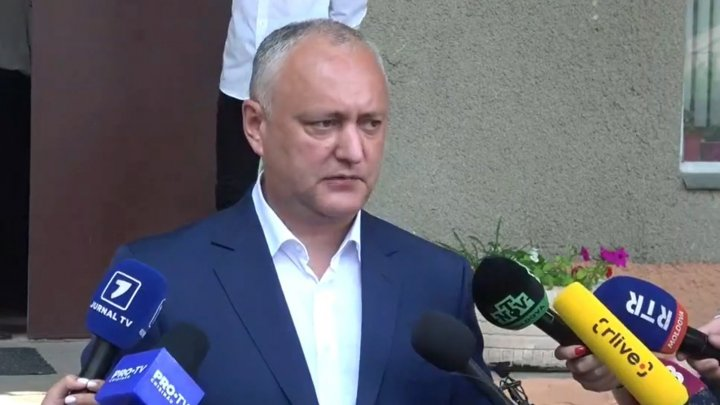"""Președintele PSRM, Igor Dodon, a votat. """"Vă îndemn să votăm pentru cei care știu să făurească, nu să fure miliarde"""""""