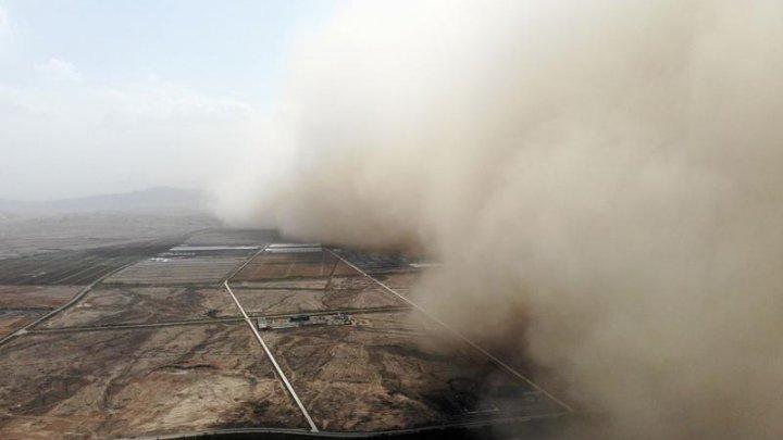 O furtună de nisip a invadat un oraș din China în doar câteva clipe
