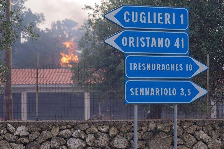 IMAGINI APOCALIPTICE în Sardinia. Italia a cerut ajutorul ţărilor vecine pentru a lupta împotriva incendiilor devastatoare