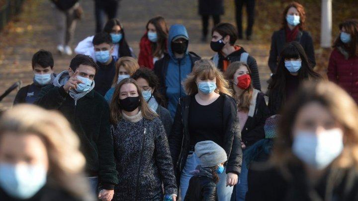"""OMS: Pandemia de COVID-19 va avea un impact """"pe termen lung"""" asupra sănătăţii mintale"""