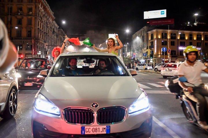 Cum au sărbătorit italienii calificarea Italiei în finala EURO 2020 (FOTO/VIDEO)