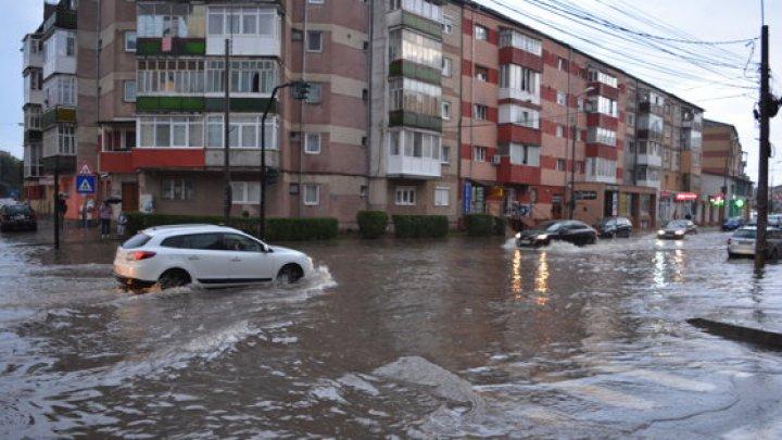 15 judeţe din România, afectate de inundații în ultimele 24 de ore. Zeci de persoane au fost evacuate