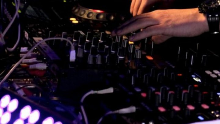 Un bărbat a deschis focul într-o discotecă din Italia. Zece persoane au fost rănite