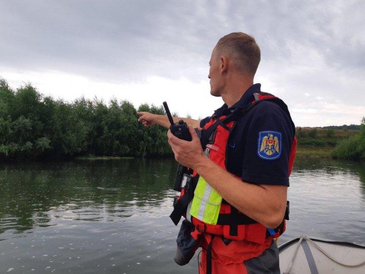 Corpul neînsuflețit al băiatului de 15 ani, înecat în râul Nistru, recuperat după 25 de ore de căutări