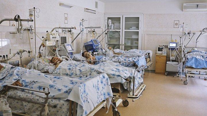 AVERTISMENTUL experților: Lupta cu pandemia se duce cu ochii închişi