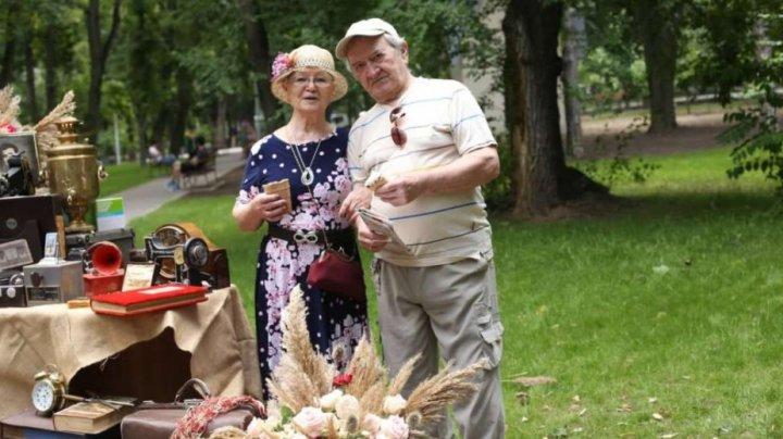 Cuplurile care au împlinit 50, 60 sau 70 de ani de la căsătorie, în pandemie, pot depune cereri pentru suport financiar în valoare de 1000 de lei