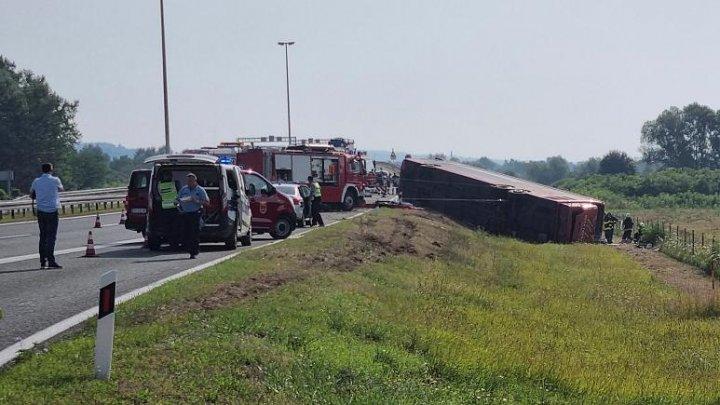 TRAGEDIE pe o autostradă din Croația: 10 morți și 44 de răniți după ce un șofer a adormit la volan