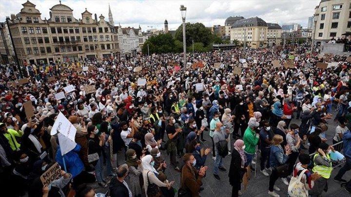 Proteste disperate în Belgia. Peste 450 de migranţi fac greva foamei de la sfârşitul lunii mai în Bruxelles