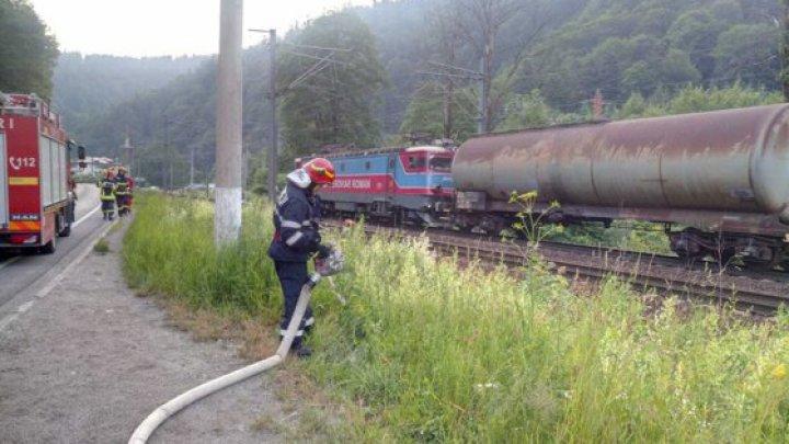 Un vagon cu 56 de tone de benzină a luat foc în România. Traficul feroviar este blocat