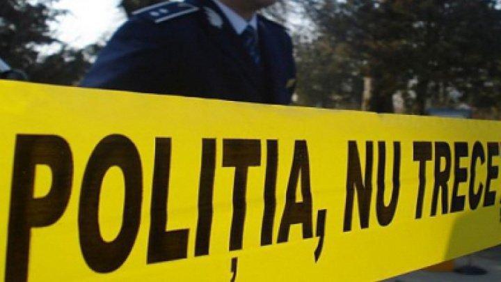 TRAGIC. Cadavrul unui bărbat din Bălți a fost depistat în curtea unui bloc. Ce spun oamenii legii