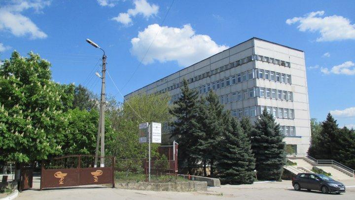 Un bărbat din Cimișlia s-a aruncat în gol de la etajul doi al Spitalului raional. Care este cauza