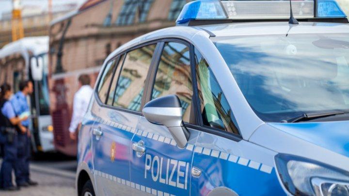 Ciconiri la Berlin în timpul manifestaţiilor ilegale împotriva restricţiilor legate de COVID-19