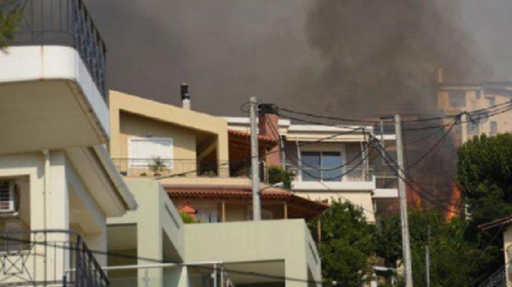 Cinci răniţi şi zece case arse într-un incendiu devastator în Peloponez