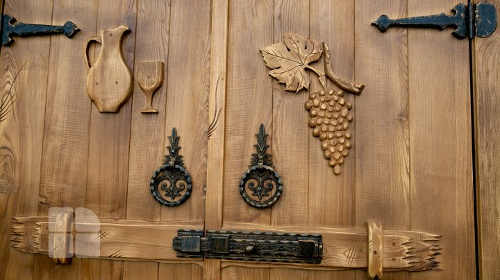 O familie din Leordoaia a pus pe roate o afacere cu lemn, după ani buni petrecuţi peste hotare (FOTO)