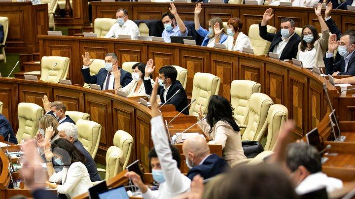 """Câți deputați au prezentat certificatele de vaccinare COVID. Grosu: """"Deja e mai bine, data trecută erau 49"""""""