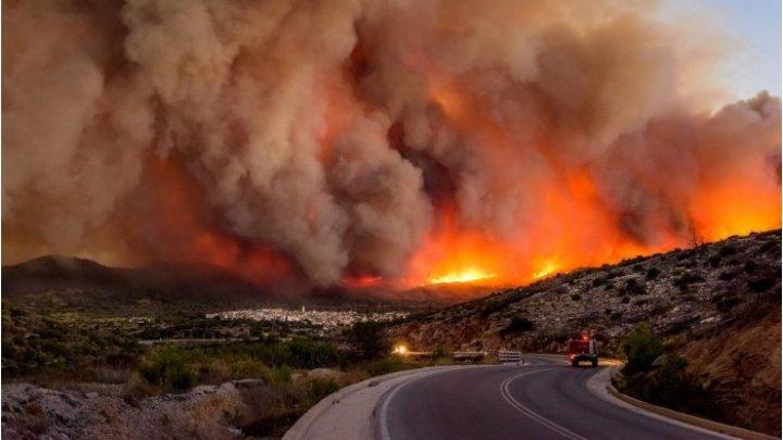 ALARMANT! Calitatea aerului s-a deteriorat în Grecia şi în estul Mediteranei din cauza incendiilor devastatoare
