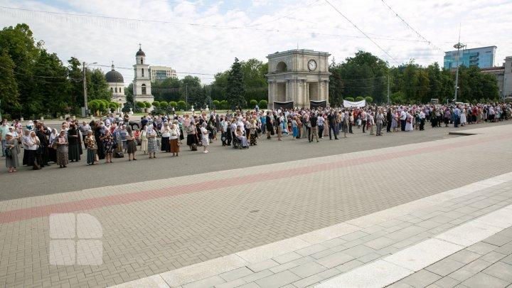 PRECIZĂRILE Mitropoliei Moldovei cu referire la protestul organizat de Mişcarea Juriştilor Ortodocşi din Moldova