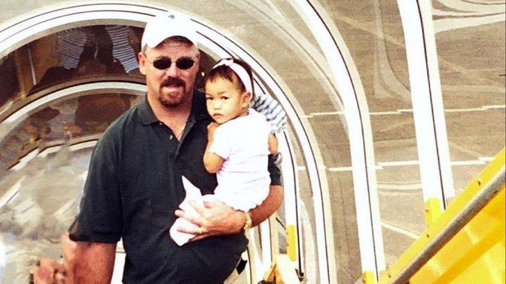 Avea 14 luni când părinţii săi au legat o bombă de ea şi s-au aruncat în aer. Povestea impresionantă a unei înotătoare paralimpice