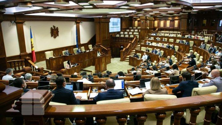 Parlamentul se întruneşte joi în şedinţă. Ce subiecte vor fi discutate