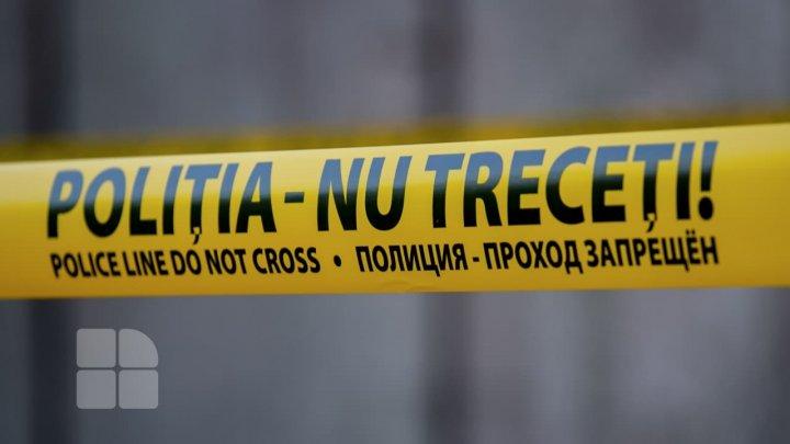 Filmul TRAGEDIEI de la Făleşti, unde un tânăr s-a sinucis din gelozie. Copiii luaţi ostatici au trăit CLIPE de GROAZĂ