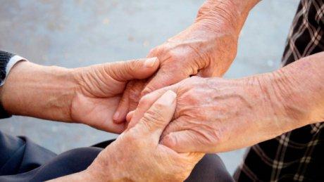 O pacientă de 102 ani din judeţul Alba a reușit să învingă COVID-19