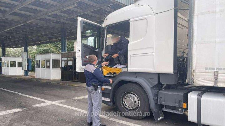 Un moldovean, prins cu certificat de vaccinare fals la PTF Albiţa