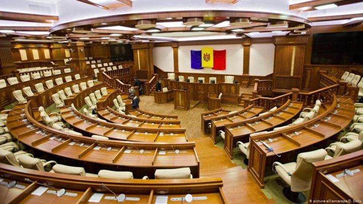Majoritatea parlamentară vine cu noi reguli pe piaţa publicităţii