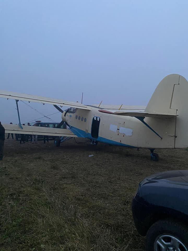 Avion cu țigări de contrabandă, reţinut în nordul Moldovei. Urma să ajungă pe teritoriul României (FOTO)