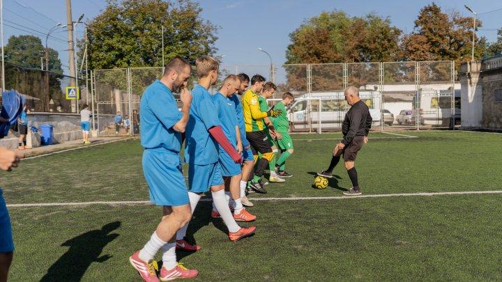 """Turneu de mini-fotbal sponsorizat de Loteria Naţională, pentru îngrijirea bolnavilor în stadiu terminal. Banii au fost oferiţi Fundației """"HOSPICE Angelus"""""""