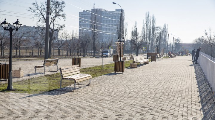 Scuarul panoramic de pe strada Maria Drăgan a fost inaugurat acum doi ani, însă este din nou în reparaţii. Ce spun autorităţile