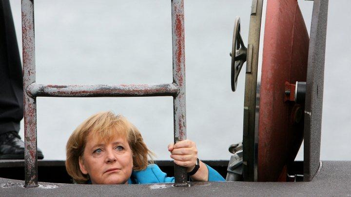 """De la putere, în istorie. Vezi cele mai amuzante și inedite ipostaze în care a fost surprins """"cancelarul de fier"""", Angela Merkel (FOTO)"""
