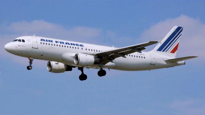 Un Boeing-777, nevoit să aterizeze de urgenţă la Beijing, după o explozie în spatele cabinei