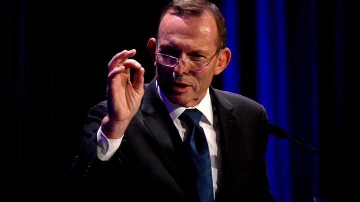Tony Abbott, fostul premier australian, amendat pentru că nu a purtat mască de protecţie